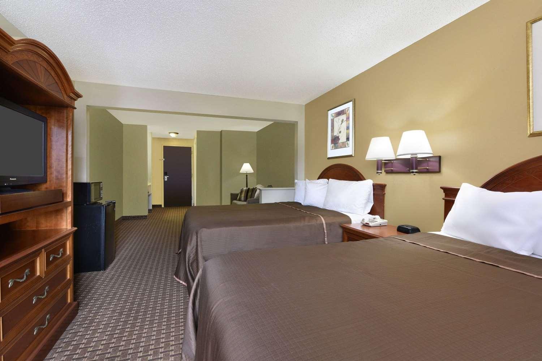 Suite - Howard Johnson Inn & Suites Allentown