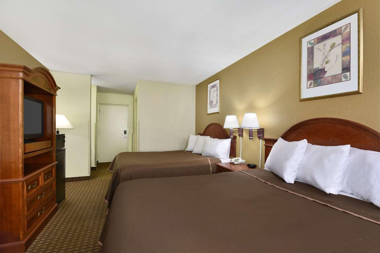 Room - Howard Johnson Inn & Suites Allentown