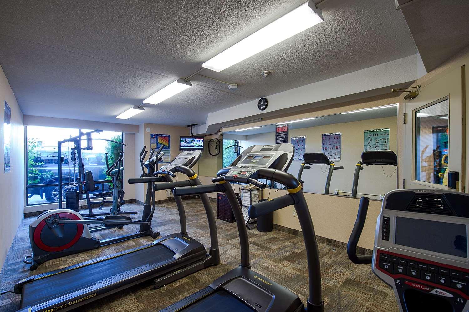 Fitness/ Exercise Room - Howard Johnson Hotel Niagara Falls