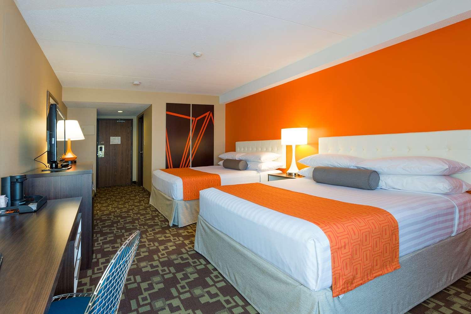 Room - Howard Johnson Hotel Niagara Falls