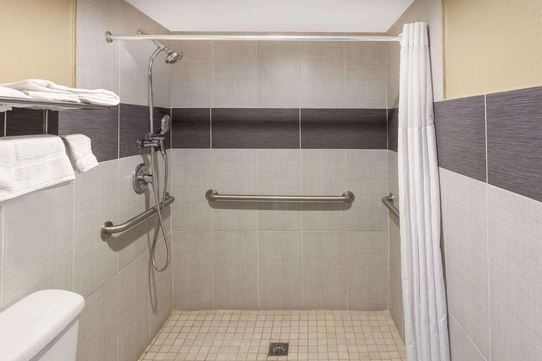 Room - Super 8 Hotel Kingsville