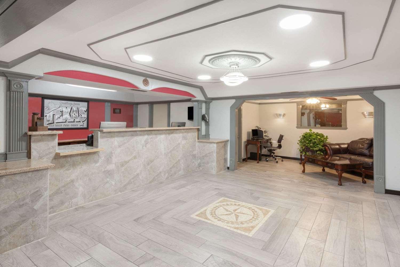 Lobby - Super 8 Hotel Kingsville