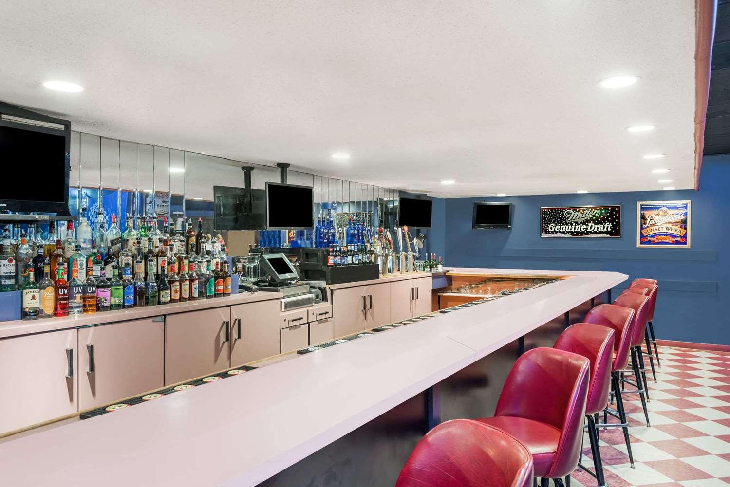 Bar - Ramada Hotel Watertown