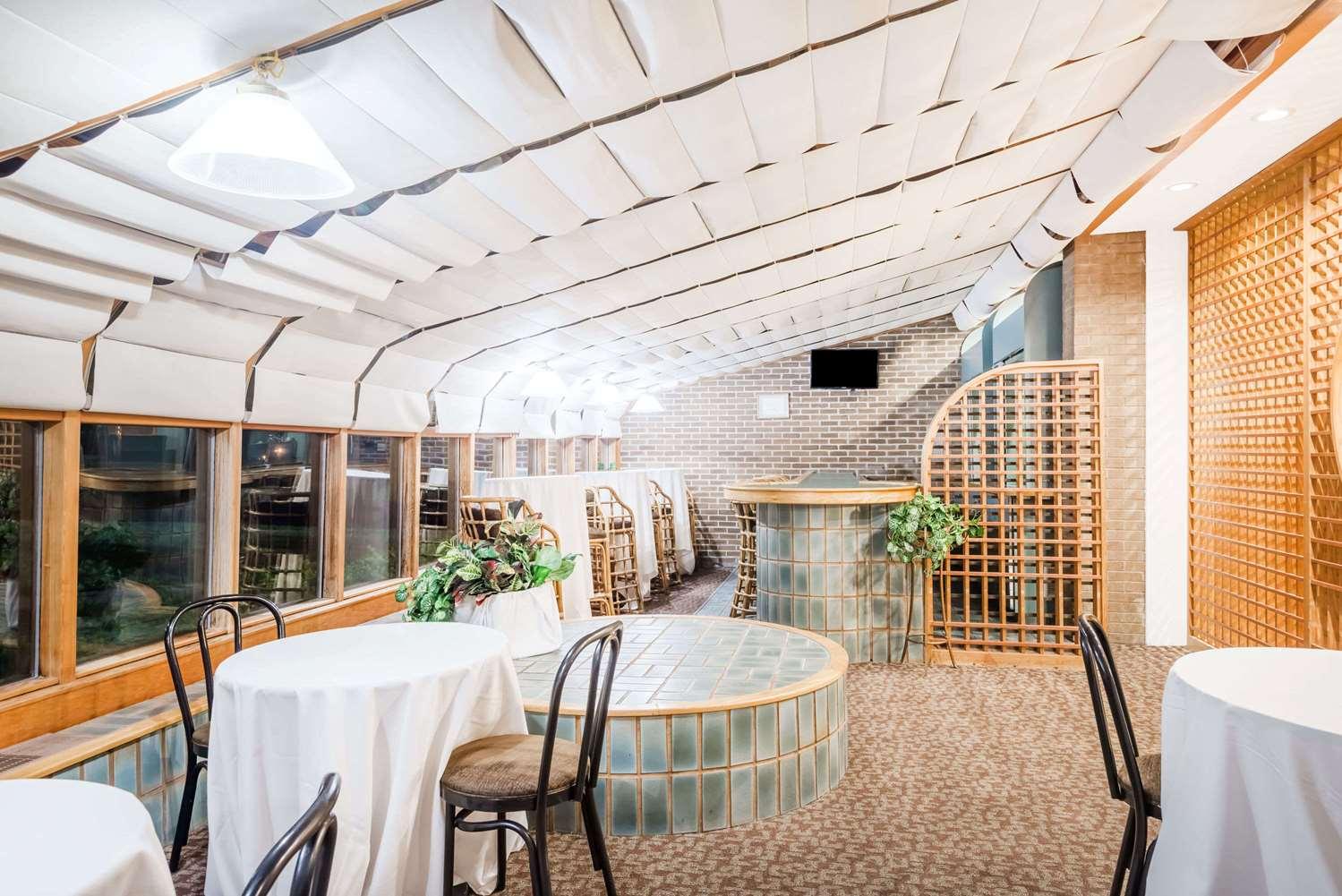 Restaurant - Ramada Hotel Watertown
