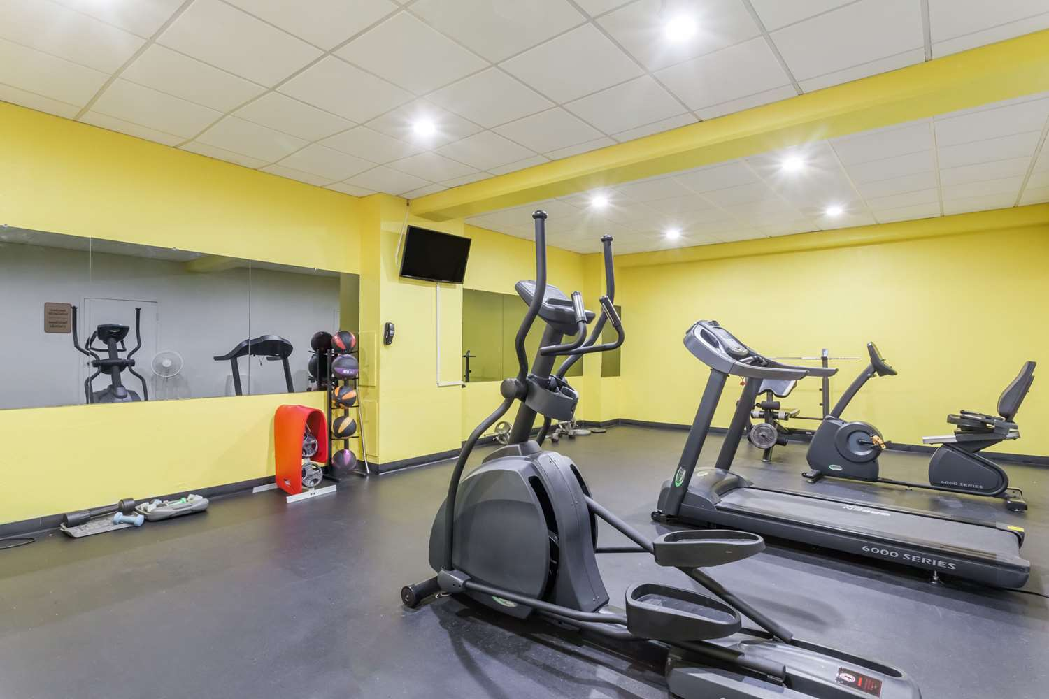 Fitness/ Exercise Room - Days Inn Hotel Chester