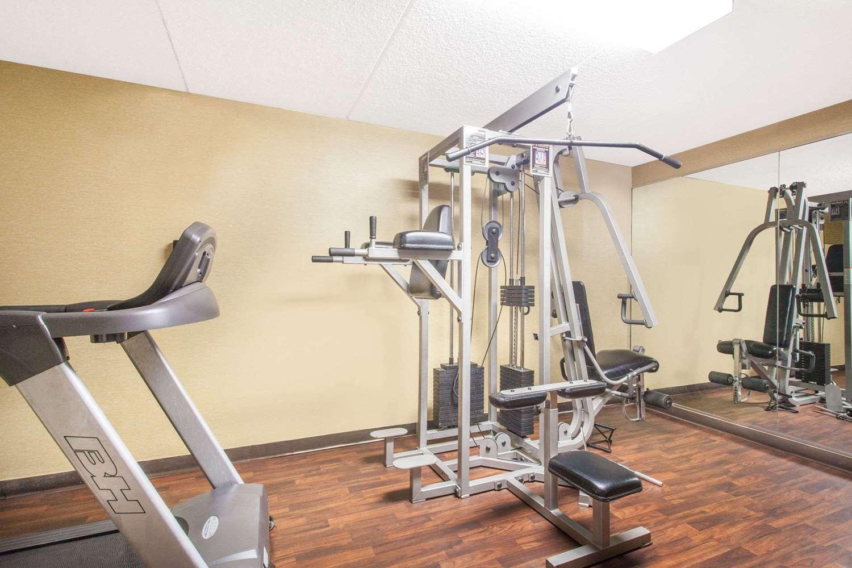 Fitness/ Exercise Room - Howard Johnson Inn Suffern