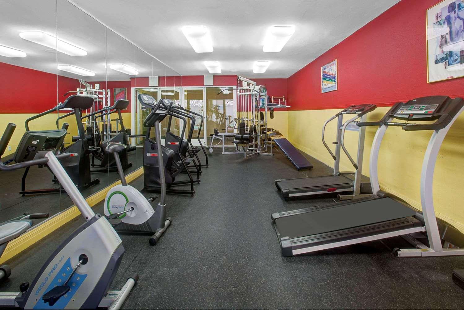 Fitness/ Exercise Room - Ramada Plaza Hotel Hawthorne