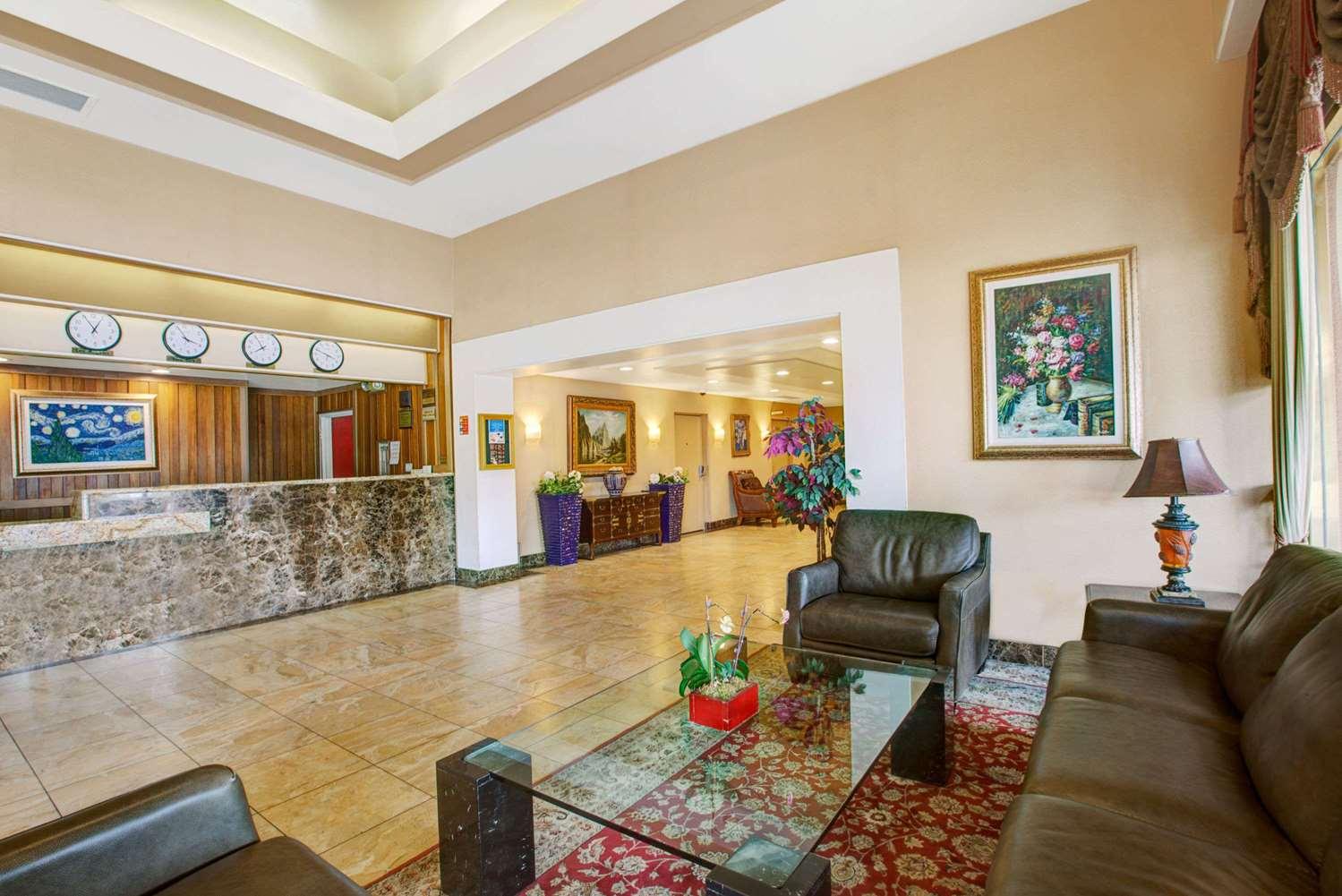 Lobby - Ramada Plaza Hotel Hawthorne