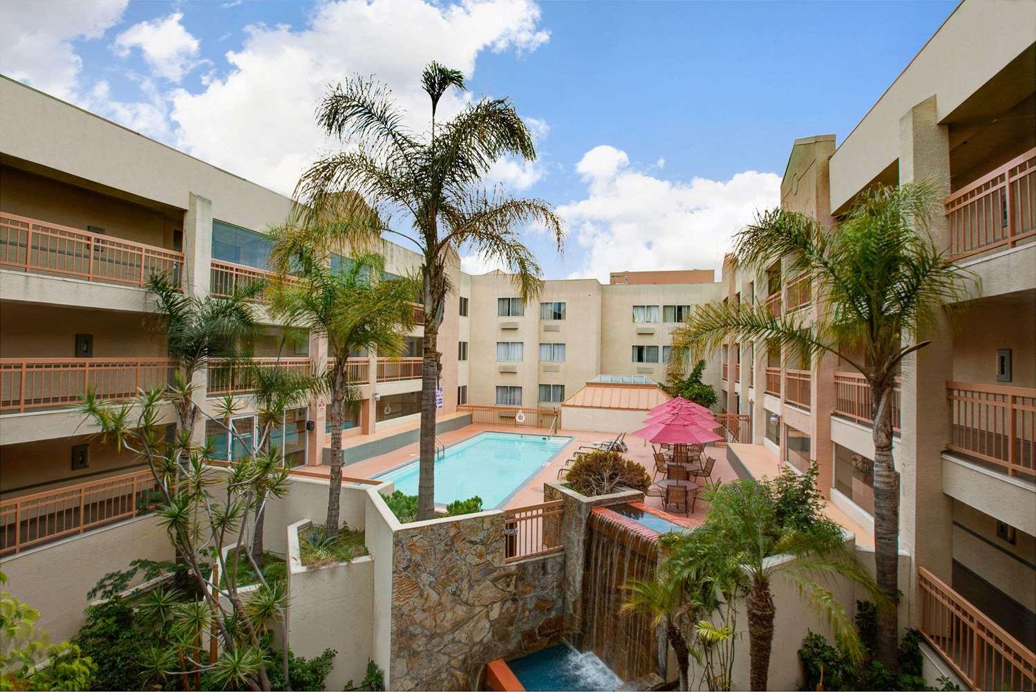 Pool - Ramada Plaza Hotel Hawthorne
