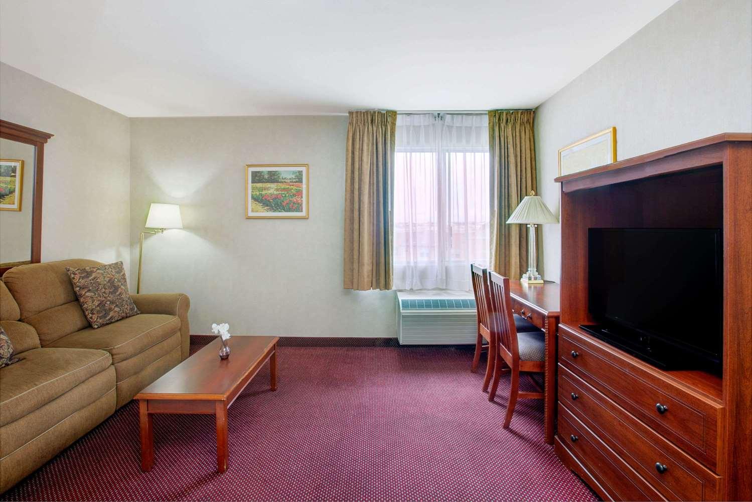 Amenities - Ramada Plaza Hotel Hawthorne
