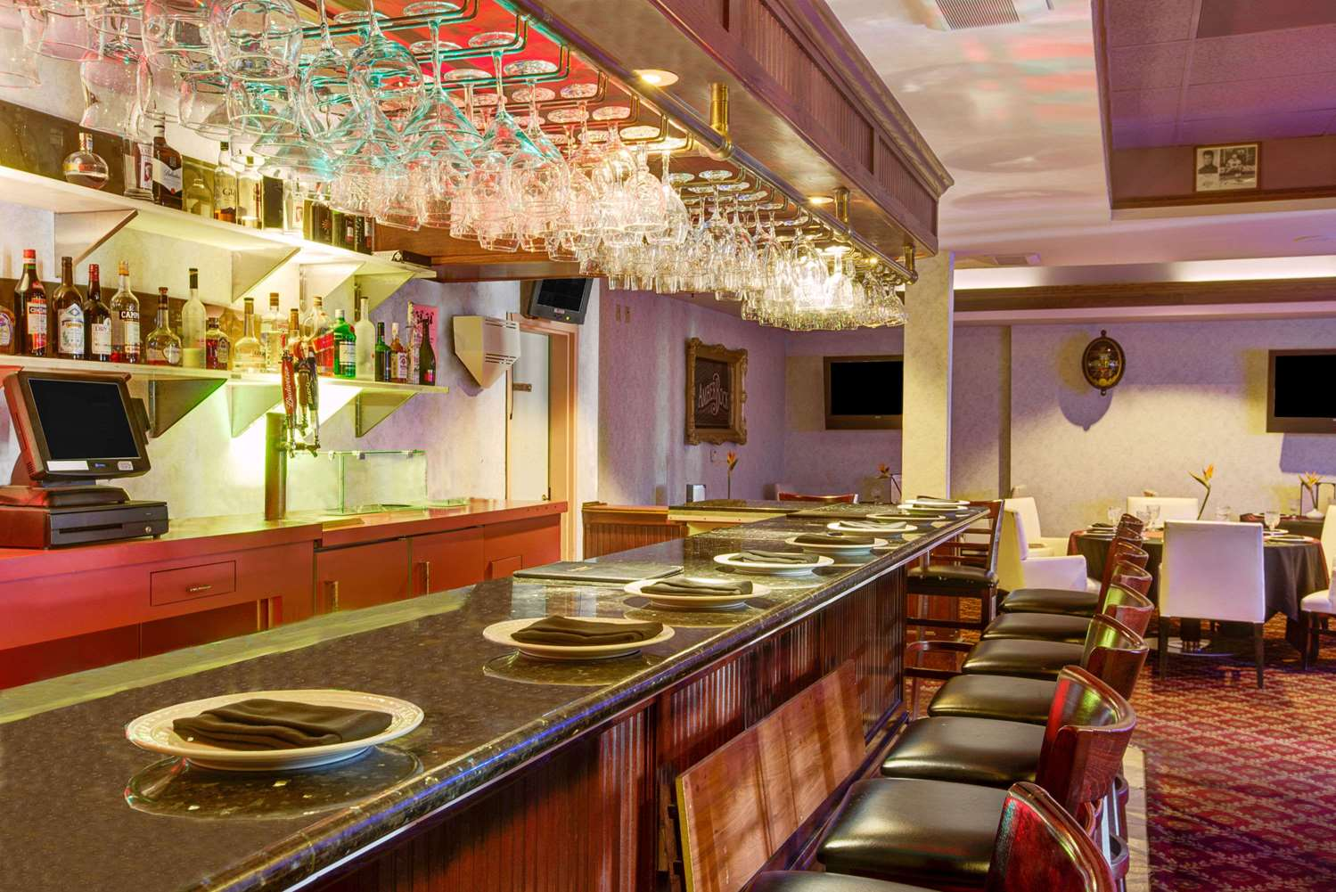 Bar - Ramada Plaza Hotel Hawthorne