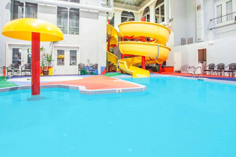 Pool - Super 8 Hotel Castlegar