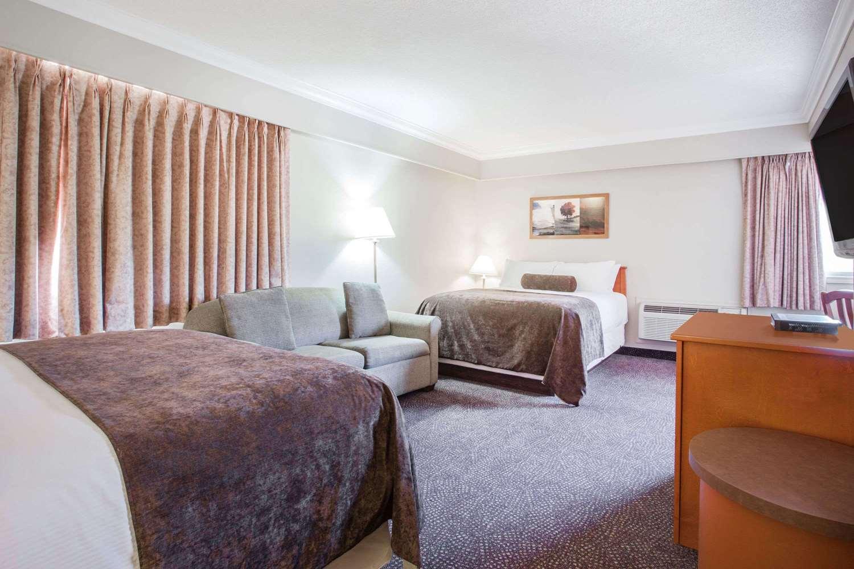 Suite - Super 8 Hotel Castlegar