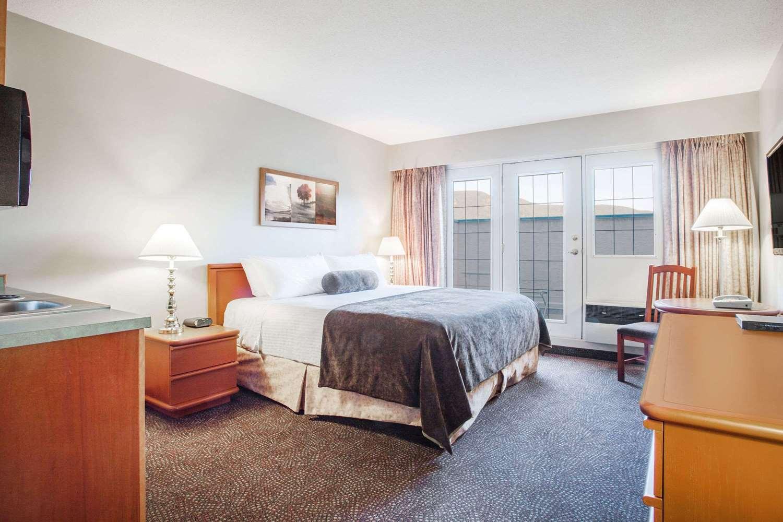 Room - Super 8 Hotel Castlegar