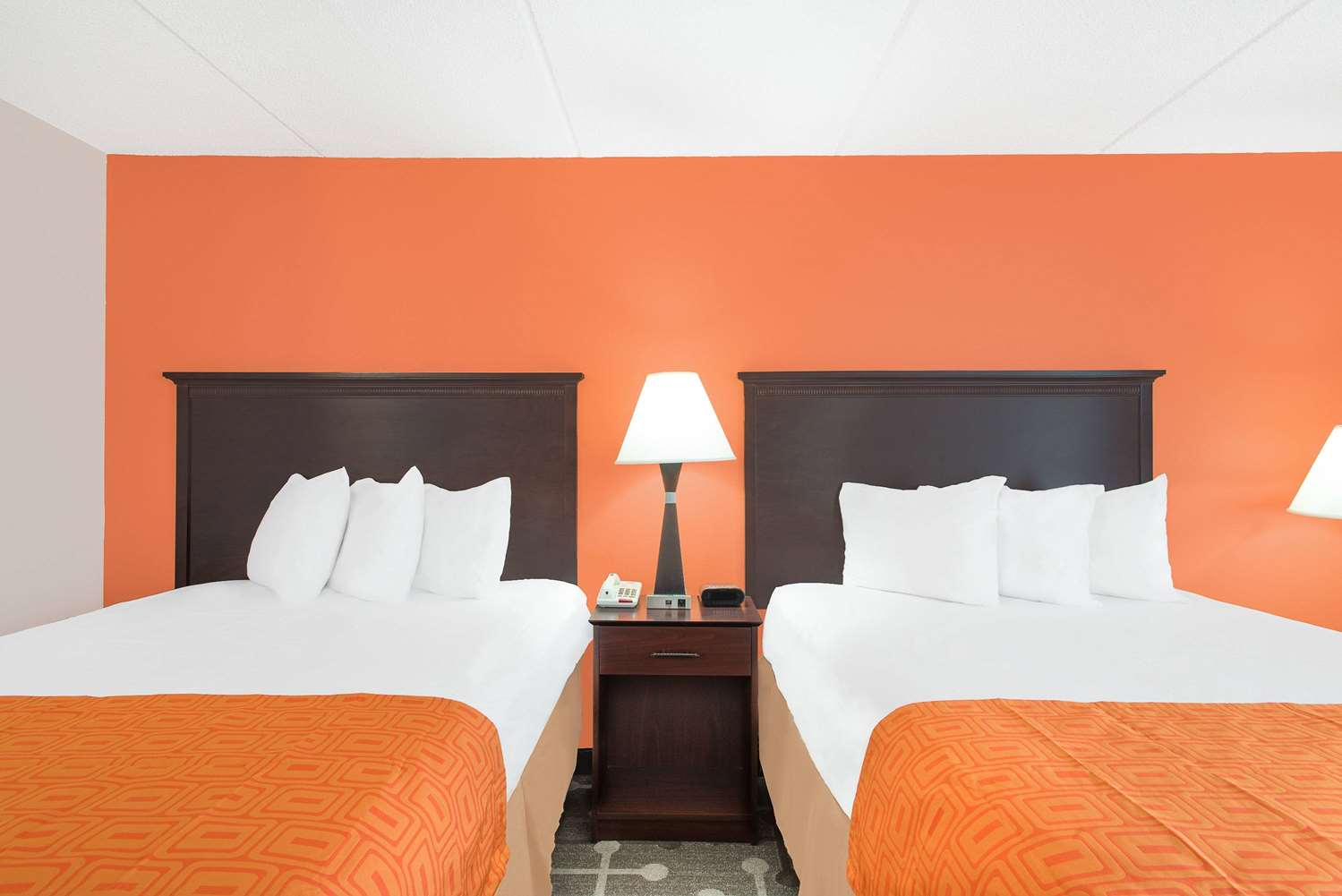Room - Howard Johnson Inn Saugerties