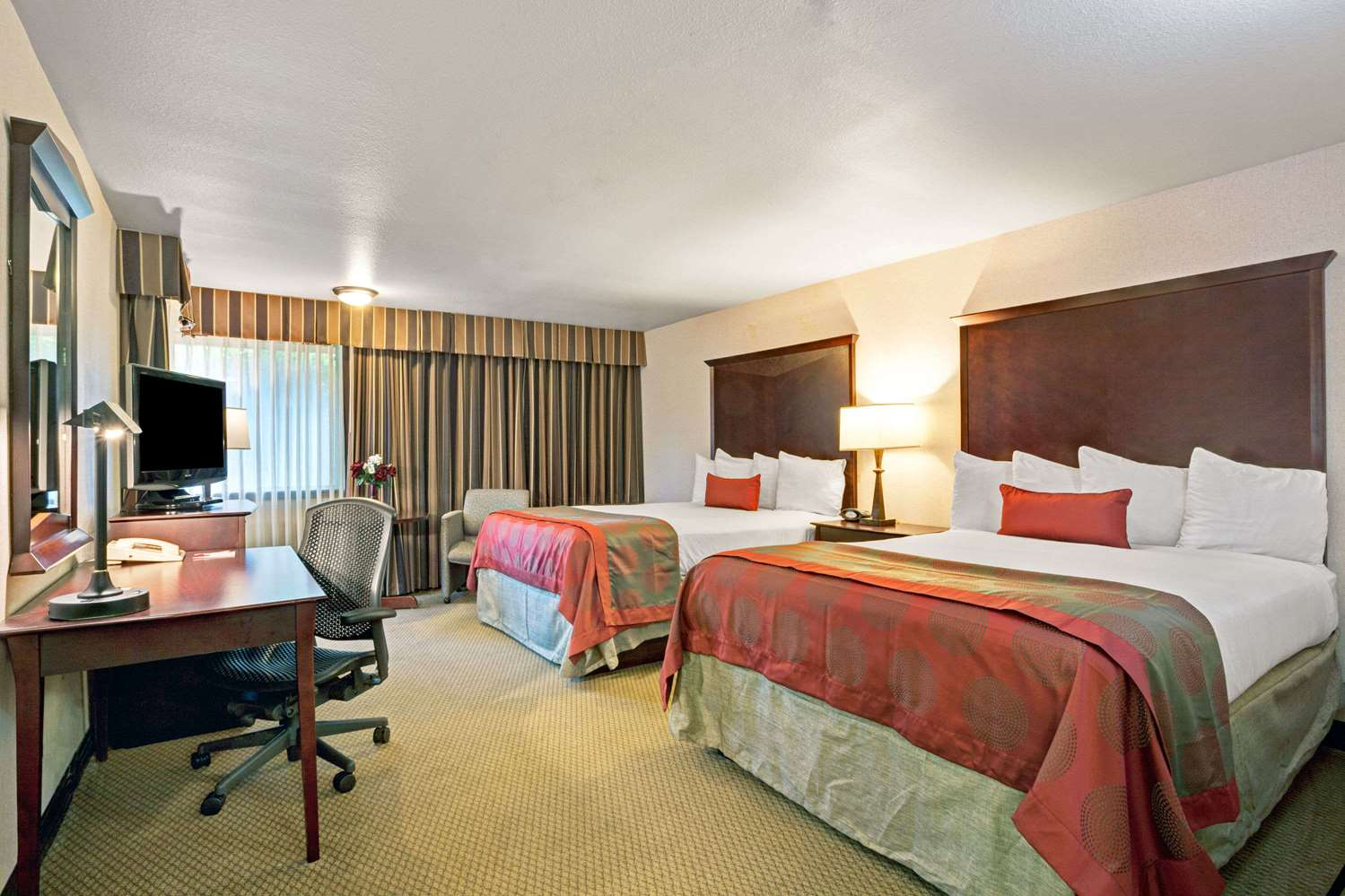 Room - Ramada Inn SeaTacAirport Tukwila