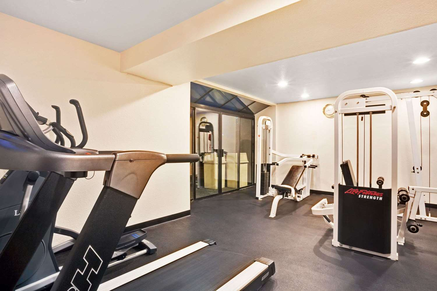 Fitness/ Exercise Room - Ramada Inn SeaTacAirport Tukwila