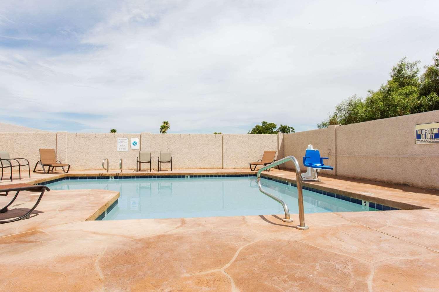 Pool - Days Inn Mesa East