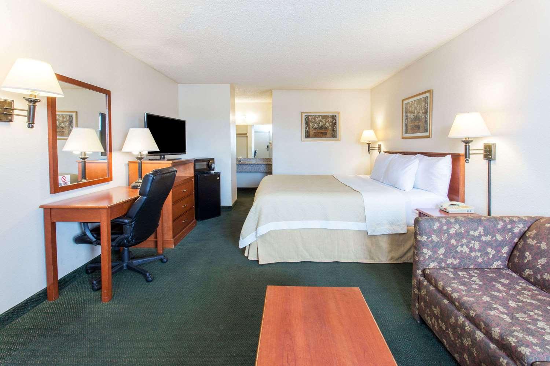 Room - Days Inn Mesa East