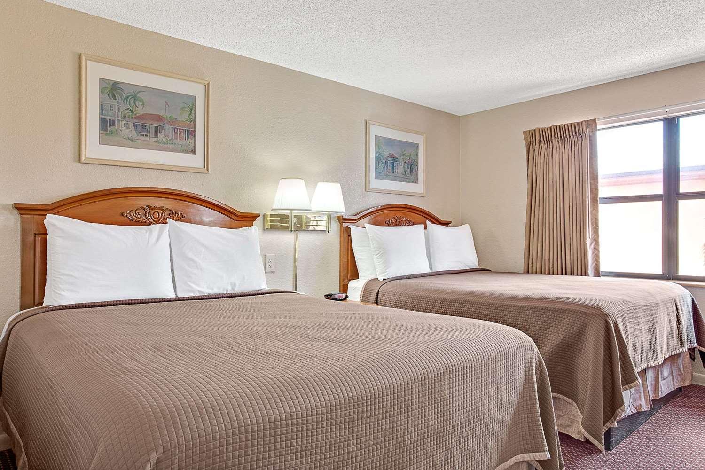 Room - Howard Johnson Hotel Airport Tampa