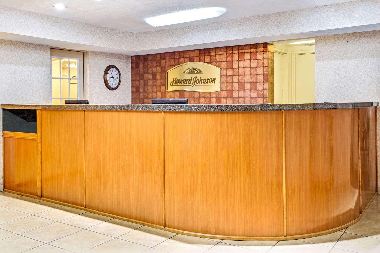 Lobby - Howard Johnson Hotel Airport Tampa
