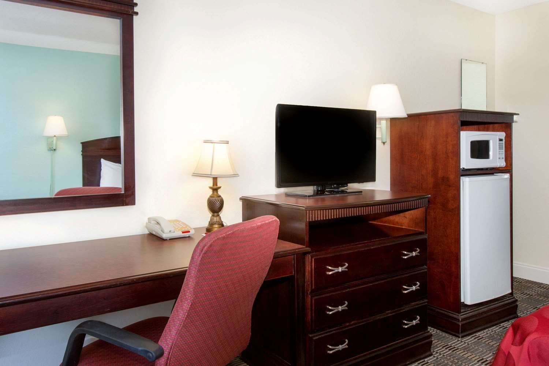 Room - Ramada Hotel Pelham