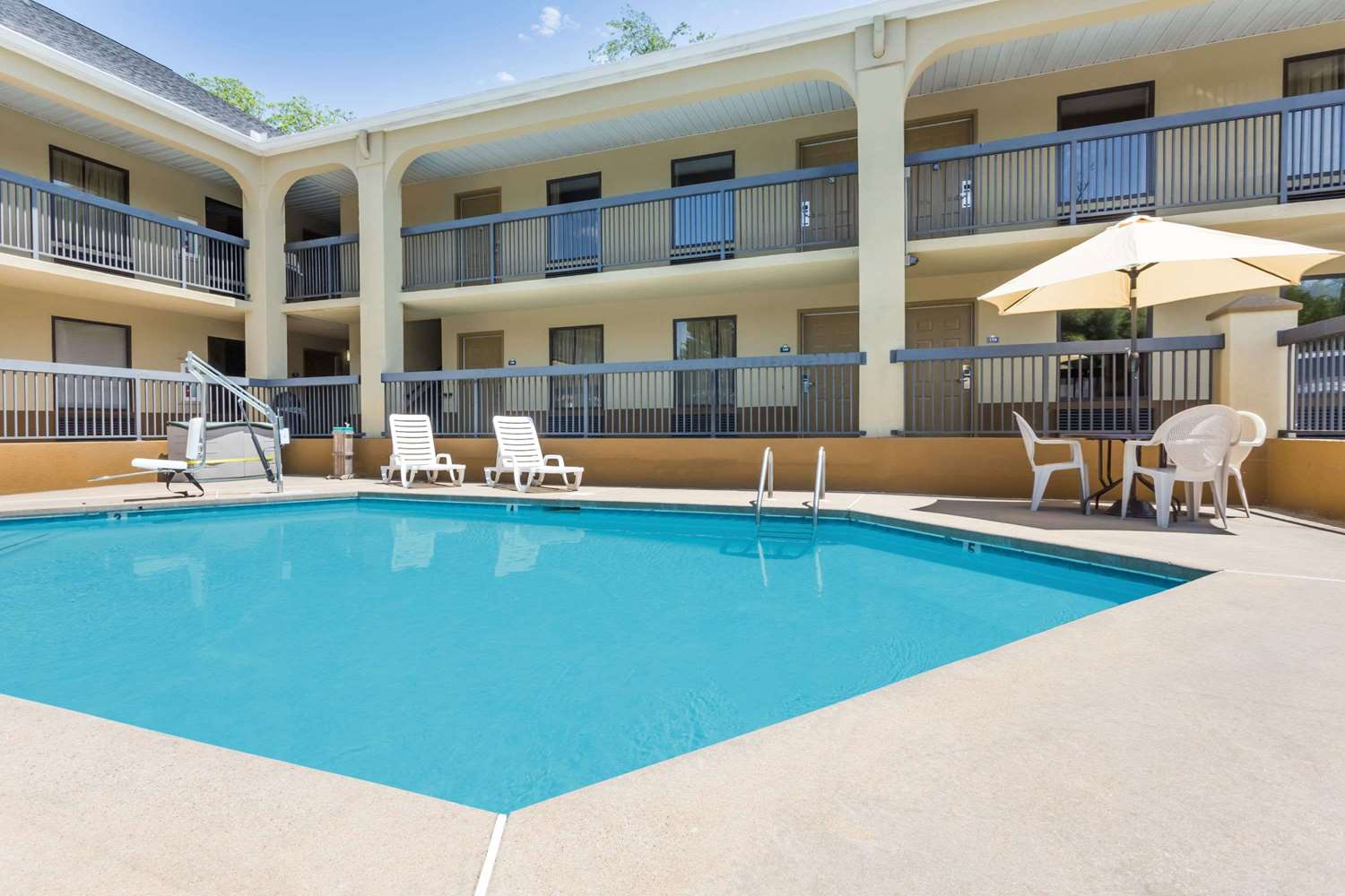 Pool - Days Inn Elberton
