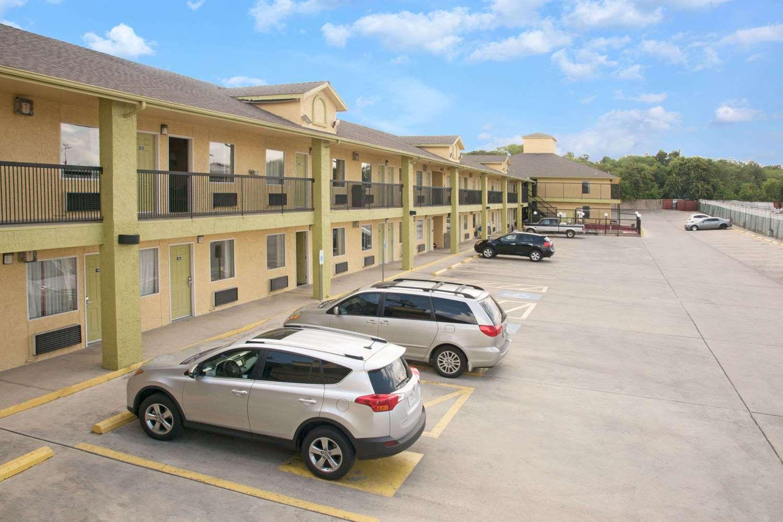 Exterior view - Days Inn North San Antonio