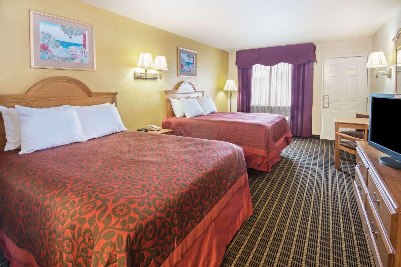 Room - Days Inn North San Antonio