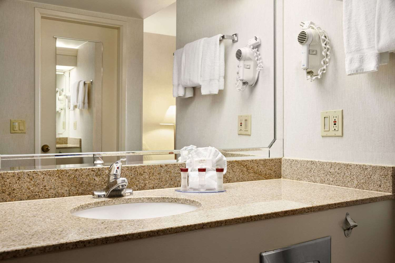 Room - Ramada Hotel Costa Mesa