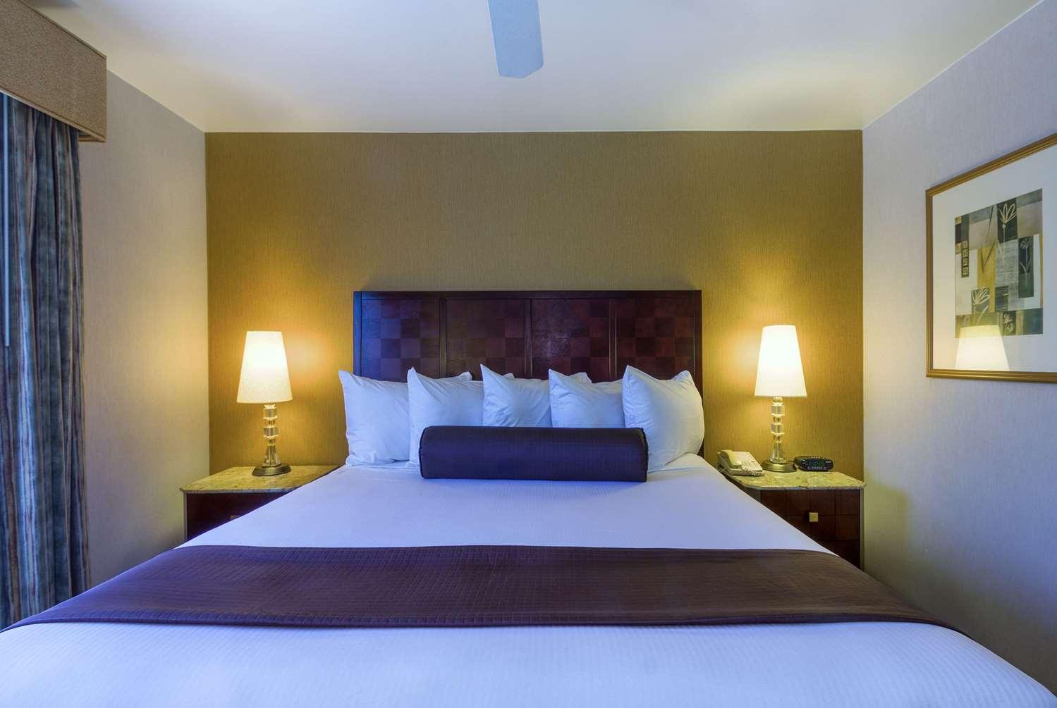 Suite - Ramada Hotel Costa Mesa