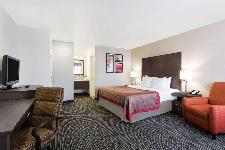 Room - Ramada Hotel Monterey