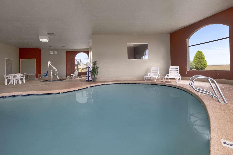 Pool - Howard Johnson Hotel Holbrook