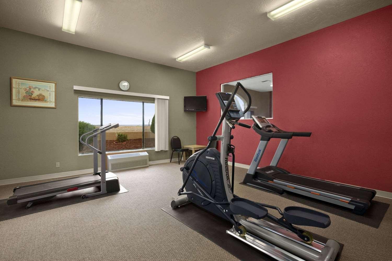 Fitness/ Exercise Room - Howard Johnson Hotel Holbrook