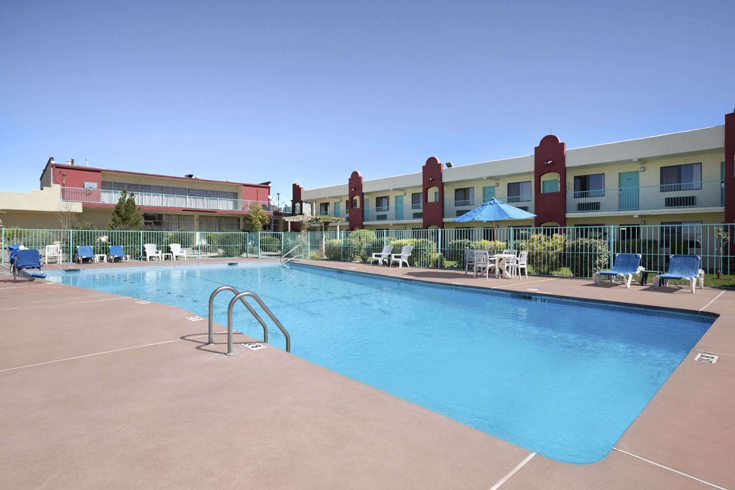 Pool - Days Inn Santa Fe