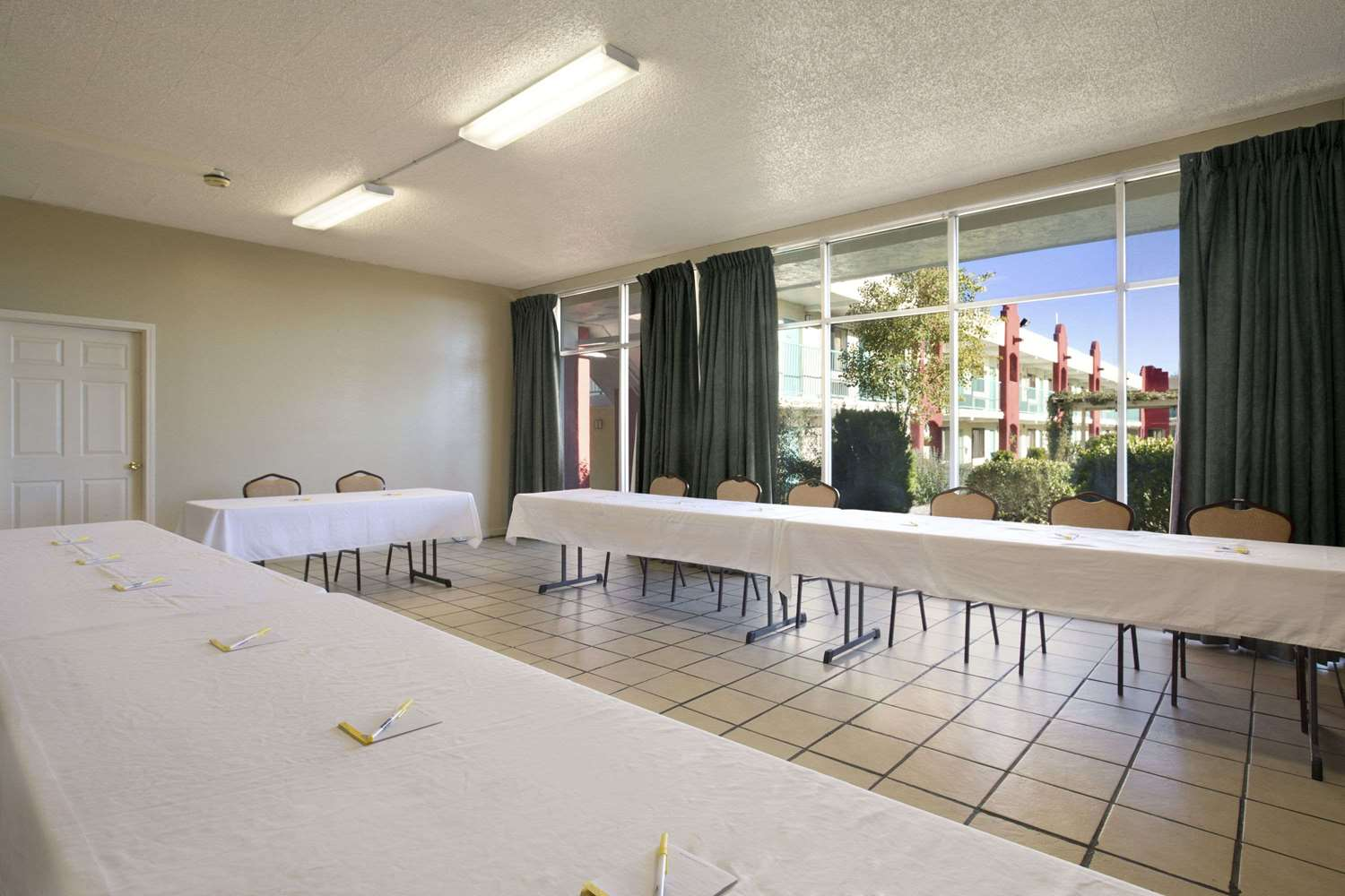 Meeting Facilities - Days Inn Santa Fe