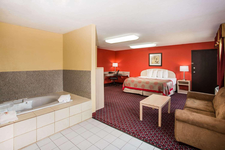 Suite - Ramada Hotel Sioux Falls
