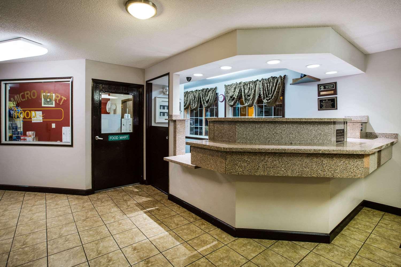 Lobby - Ramada Hotel Sioux Falls