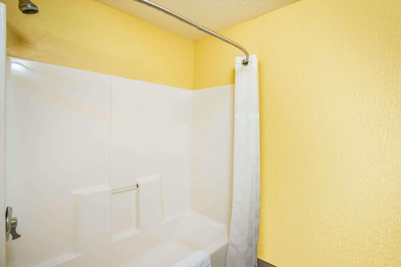 Room - Ramada Hotel Sioux Falls