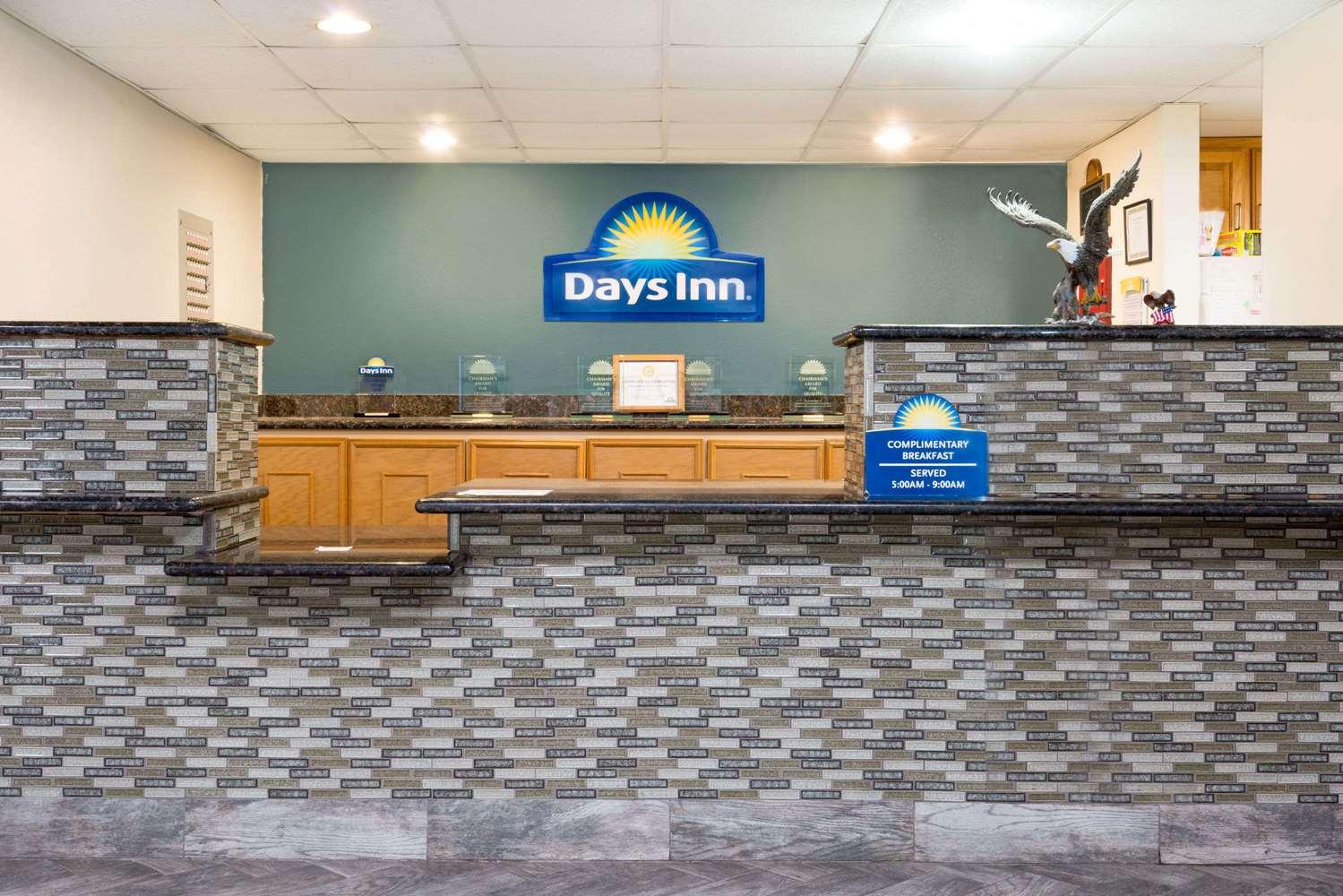 Lobby - Days Inn Dalhart