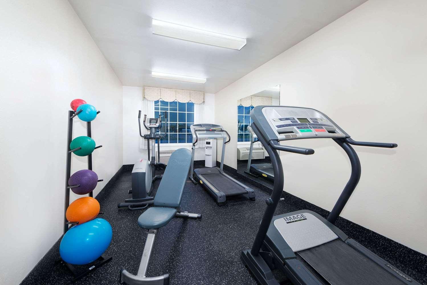 Fitness/ Exercise Room - Days Inn Dalhart
