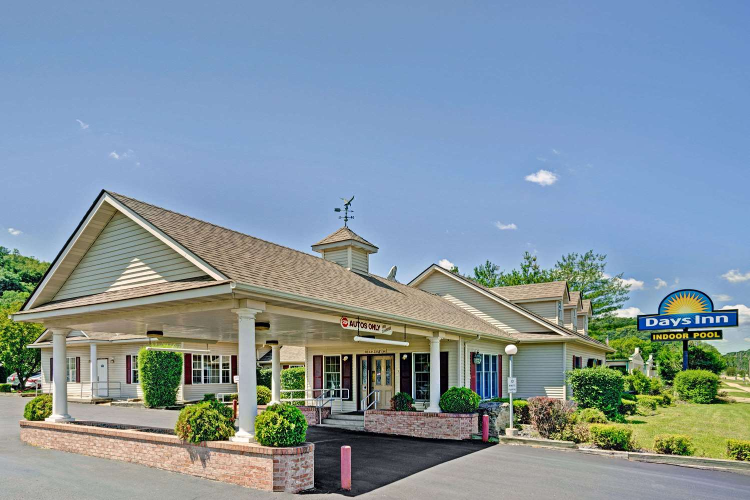 Exterior view - Days Inn Red Wing