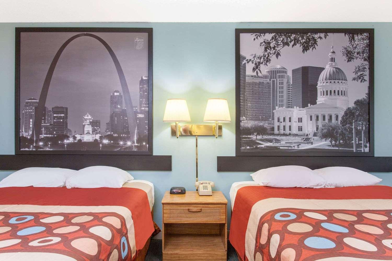 Room - Super 8 Hotel Carthage