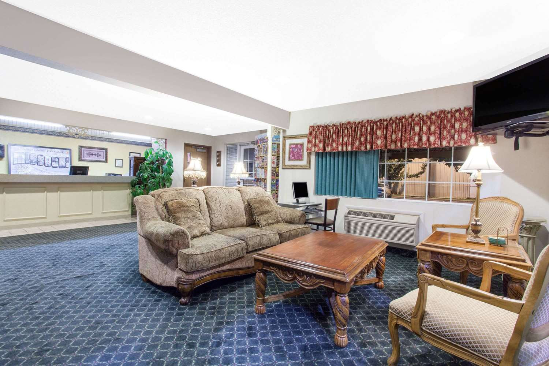 Lobby - Super 8 Hotel Carthage