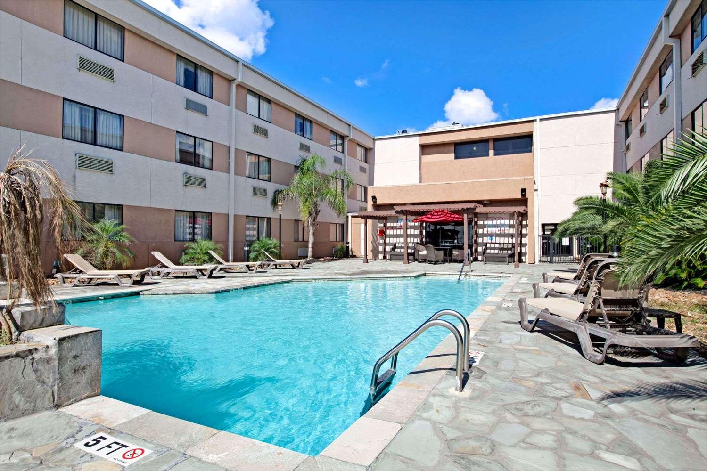 Ramada Inn Bush Airport Houston Tx See Discounts