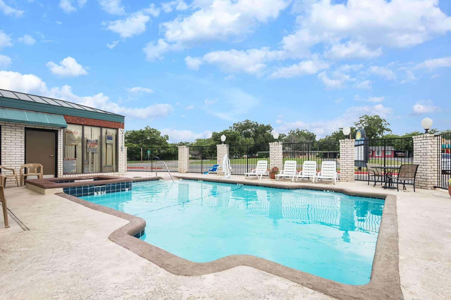 Pool - Days Inn New Braunfels