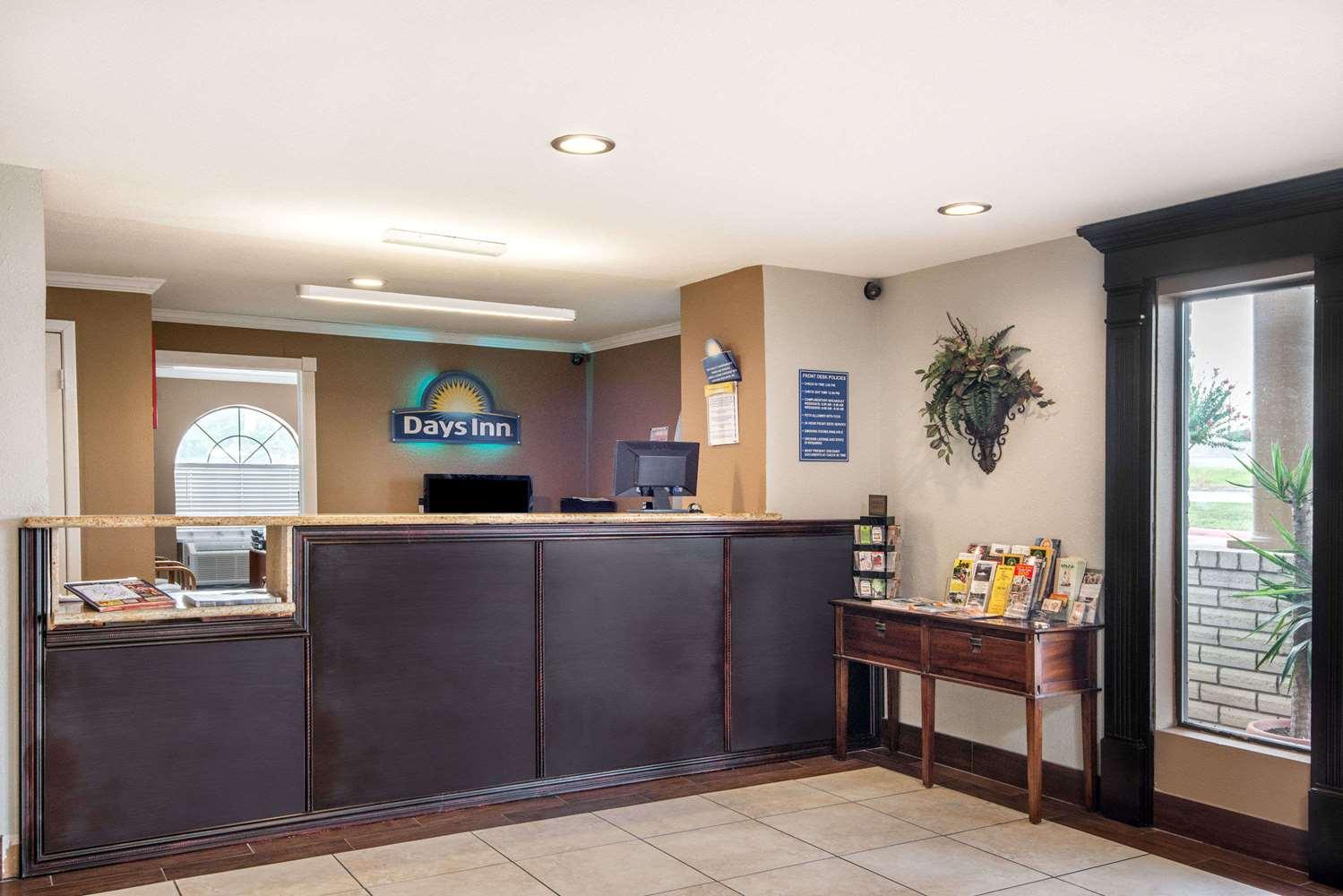 Lobby - Days Inn New Braunfels