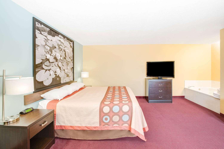 Suite - Super 8 Hotel Jackson