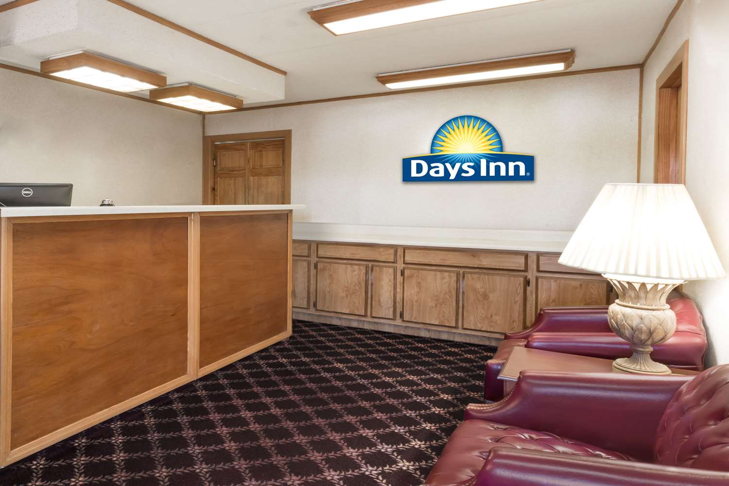Lobby - Days Inn Plymouth