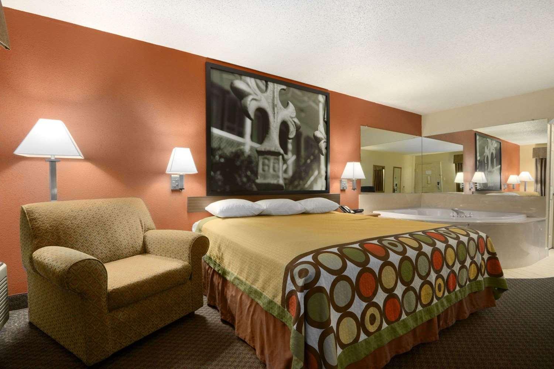 Suite - Super 8 Hotel Monroe